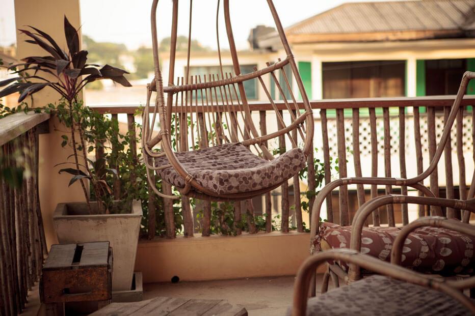 somewhere-nice-hostel-garden-1